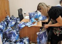 Świąteczna paczka dla tomaszowskich seniorów